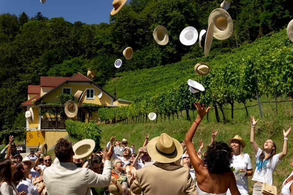 Feier Jubel Wein Weingarten Haselgraben Manfred Georg Friedl